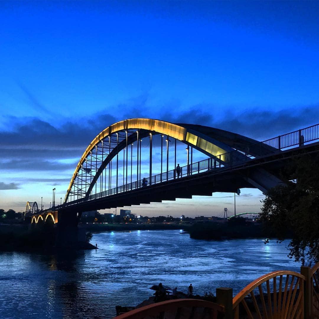 عکس پل اهواز در شب