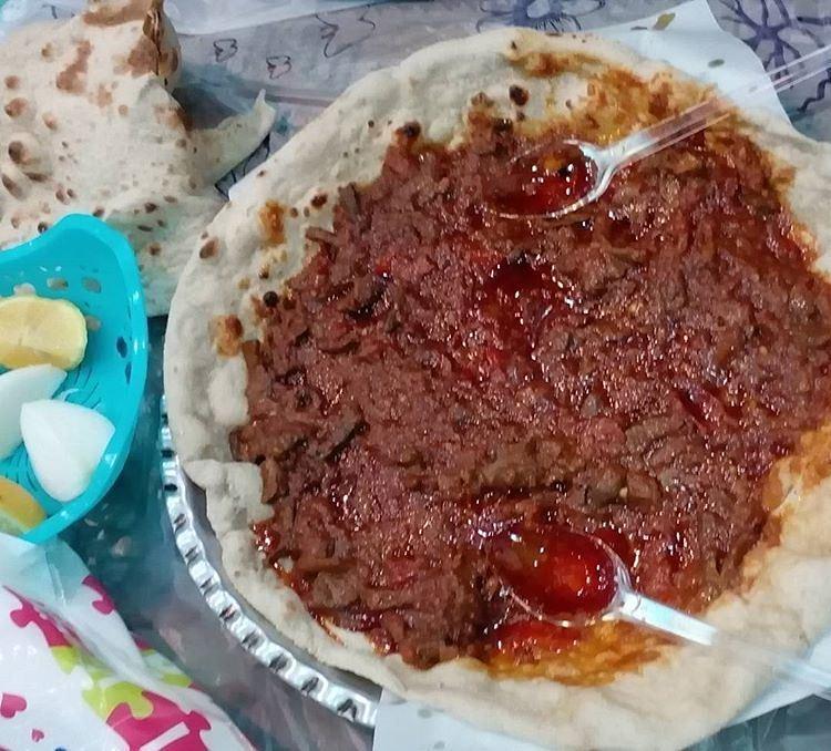حمیسه نوعی غذای عربی بر پایه ی جگر ، با نان عربی و دوغ  و بسیار خوشمزه