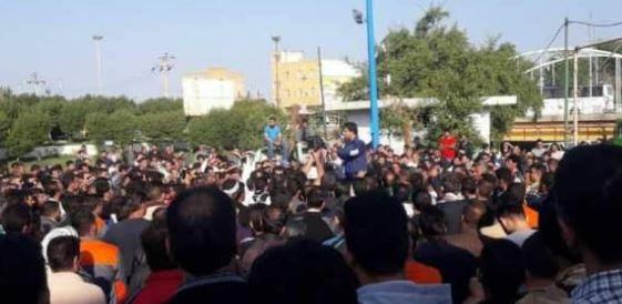 اعتراض کارگران گروه ملی اهواز کارگران گروه ملی در شهر تجمع کردند